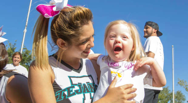 Cheerleaders volunteers at El Paso Buddy Walk